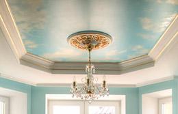 Натяжной потолок и карниз из полиуретана и гипса